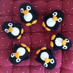 Doudou crocheté à la main – Pingouin