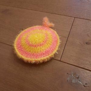 Eponge lavable ronde doublée – Crochetée à la main – Jaune et rose
