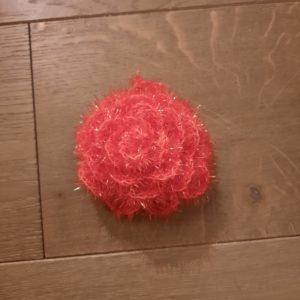 Eponge lavable en forme de rose – Crochetée à la main – Rose foncée